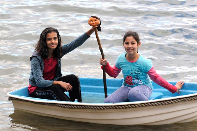 Laura and Soriya in the dinghy | [Episode 1 | 2008 : Laura]