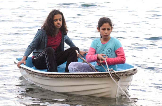 Laura and Soriya finding themselves adrift | [Episode 1 | 2008 : Laura]