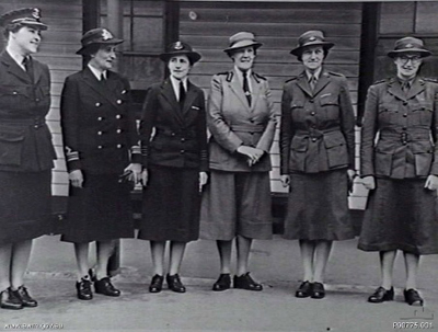 Leaders of the women's services meet in Melbourne, 1942