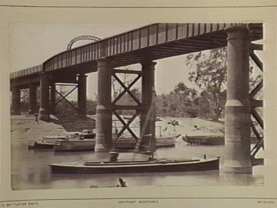 Boats under Murray Railway Bridge, Echuca